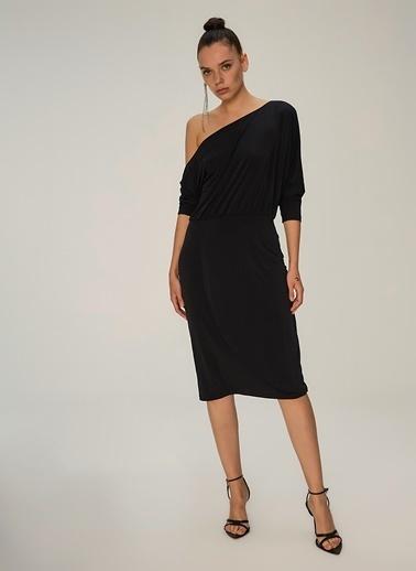 NGSTYLE Düşük Omuzlu Midi Elbise Siyah